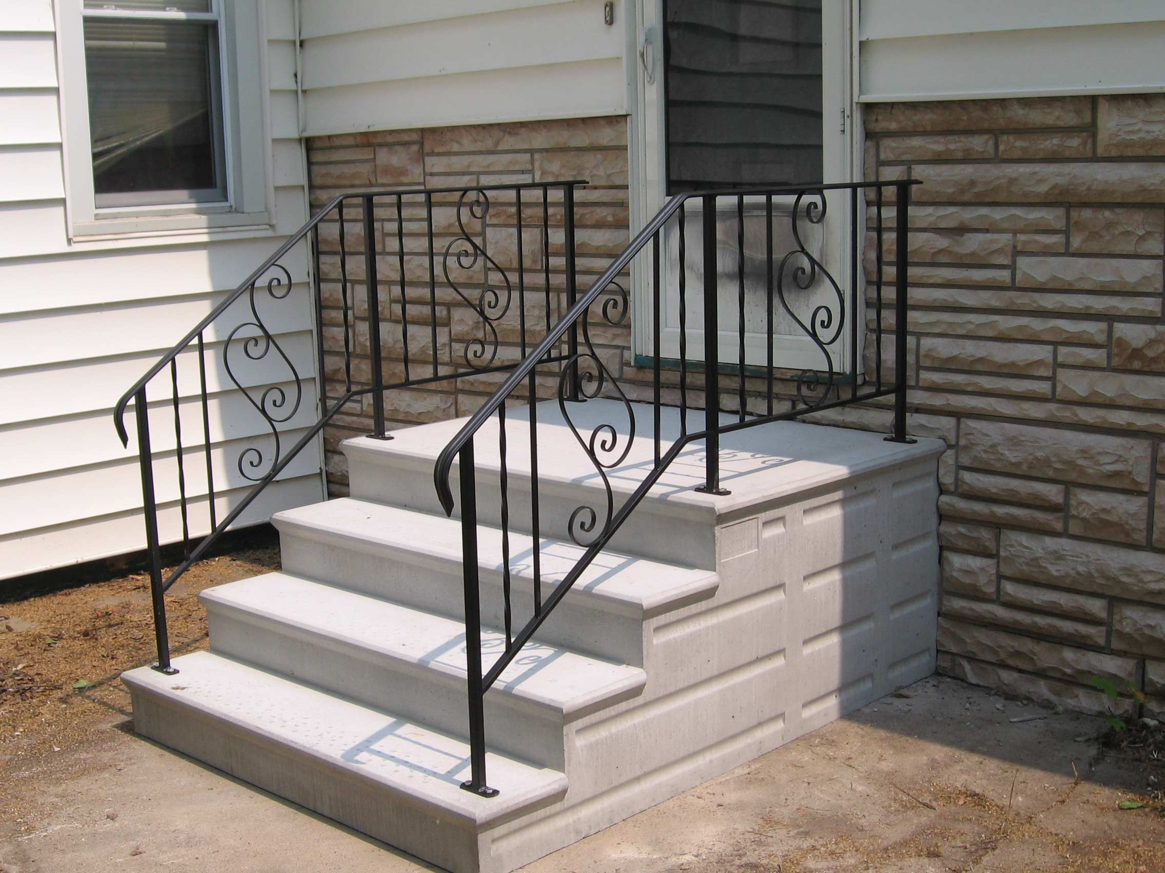 Precast concrete steps serving the chicagoland area for New house construction steps